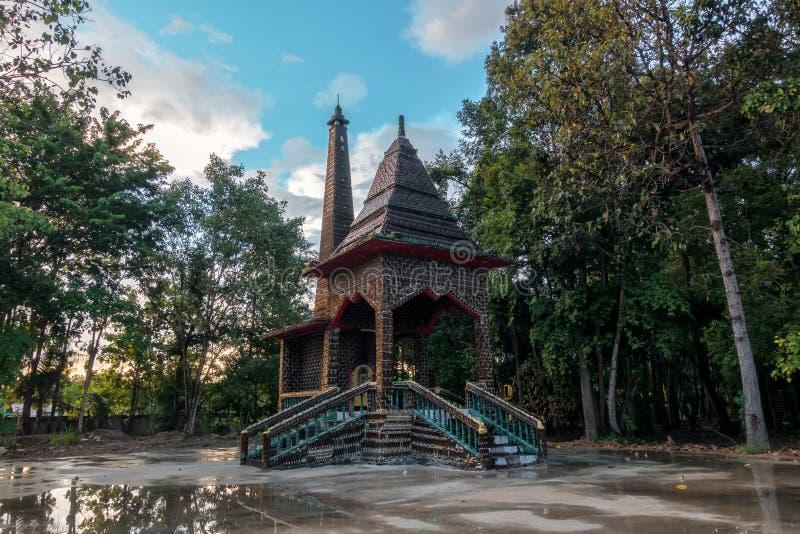 crematory Wat Pa Maha Chedi Kaew Han District lizenzfreie stockbilder