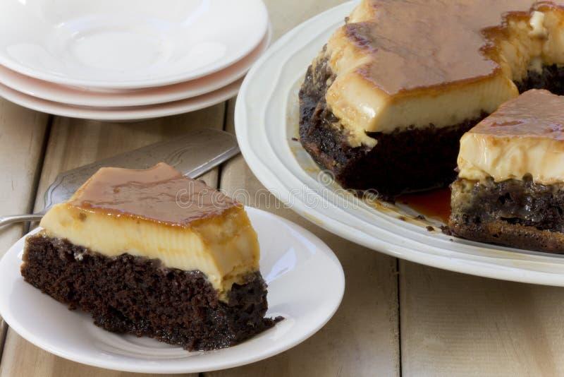 Creme κέικ σοκολάτας καραμέλας οριζόντιο στοκ φωτογραφία με δικαίωμα ελεύθερης χρήσης