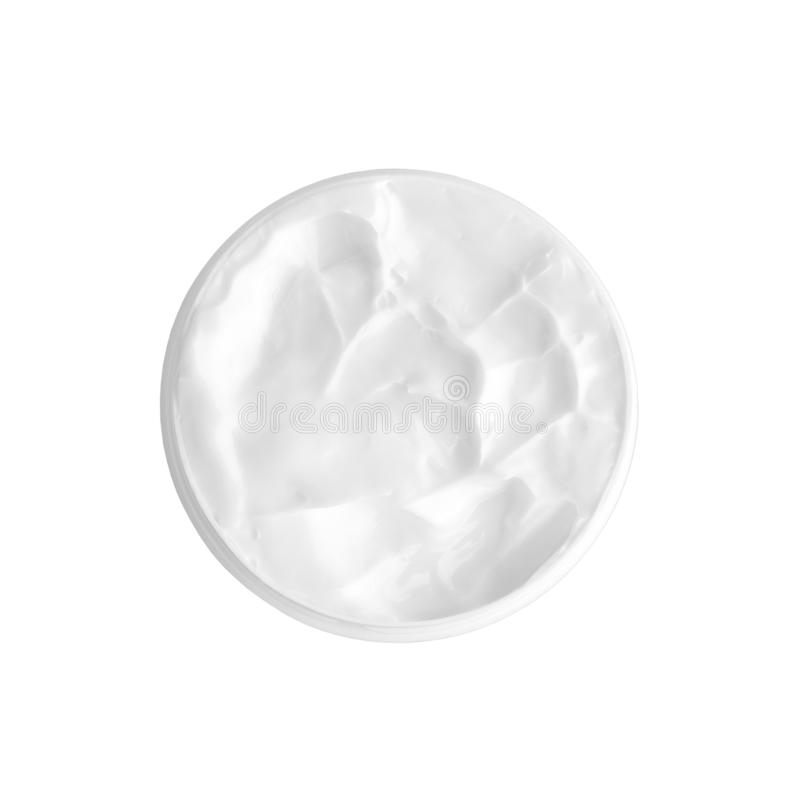 Creme branco da cara ou de corpo no frasco redondo aberto fundo branco no fim isolado acima da vista superior, macro cremoso do t foto de stock