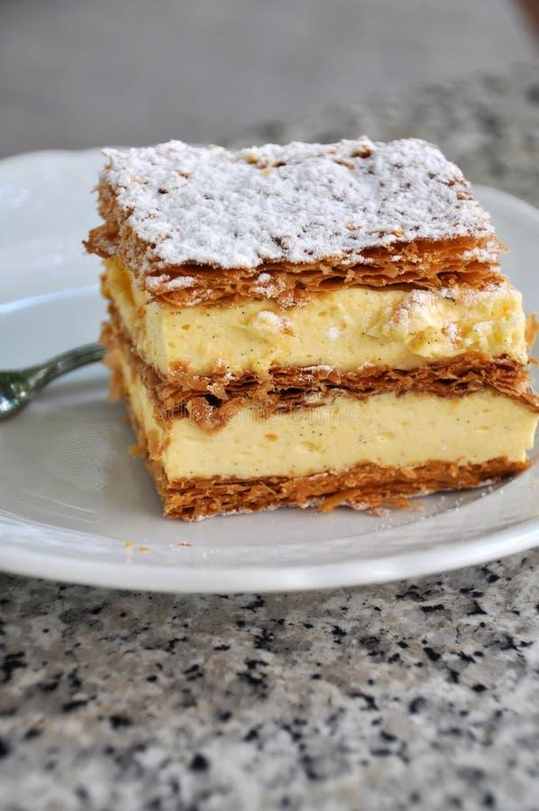 Creme-Kuchen stockfoto. Bild von frühstück, farbe, bäckerei - 32020188