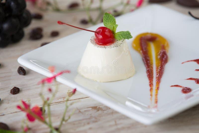 Creme panny cota puddingu souffle flan deser zdjęcia stock