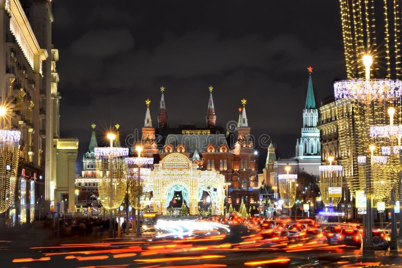 Cremlino di Mosca alla notte la vigilia del nuovo anno immagine stock