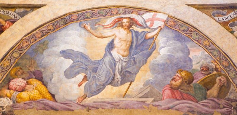 CREMONA ITALIEN, 2016: Freskomålningen av uppståndelsen av Jesus i Chiesa di Santa Rita vid Giulio Campi & x28; 1547& x29; royaltyfria bilder