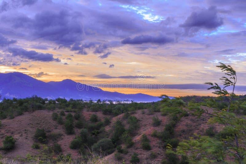 Crepúsculo bonito no monte do kawatuna foto de stock