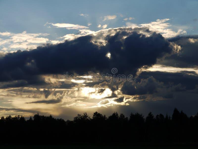 Crepúsculo da nuvem imagens de stock