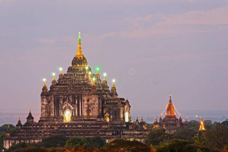 Crepúsculo de Bagan, Myanmar. fotos de stock