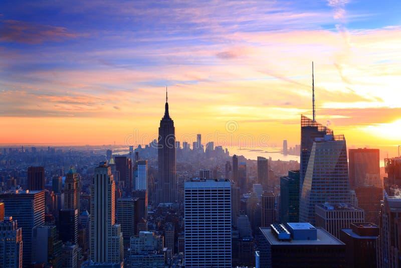 Crepúsculo del horizonte de New York City fotografía de archivo libre de regalías