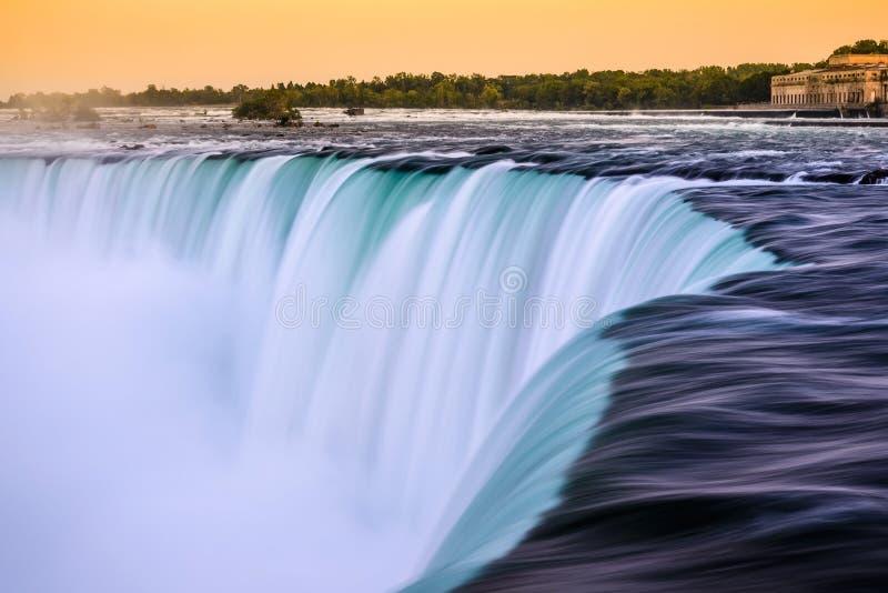 Crepúsculo em quedas canadenses da ferradura - Niagara Falls, Canadá fotos de stock
