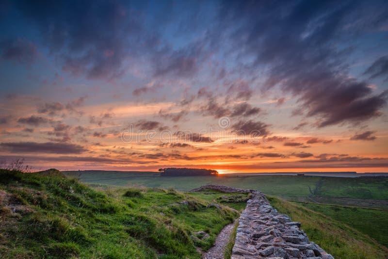 Crepúsculo en la pared del ` s de Hadrian fotografía de archivo libre de regalías