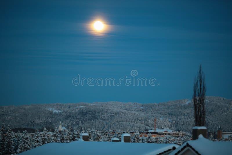 Crepúsculo en la sierpe, Strondheim, Noruega imágenes de archivo libres de regalías