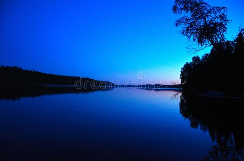 Crepúsculo na baía imagem de stock