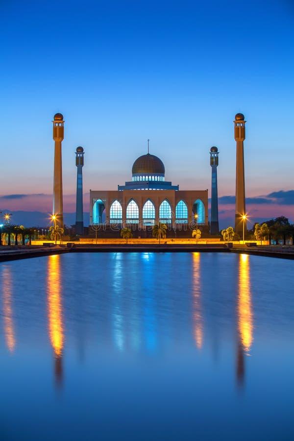 Crepúsculo na mesquita central de Songkhla, Tailândia imagem de stock royalty free