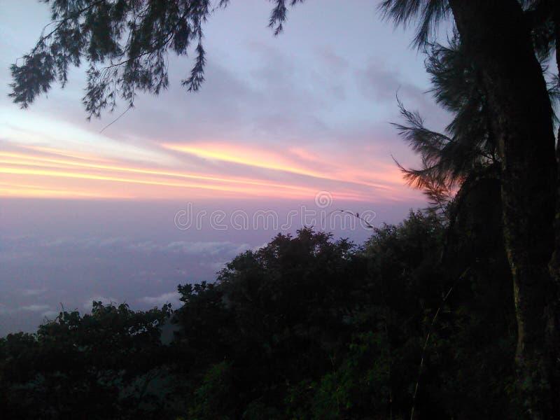 Crepúsculo na montanha imagem de stock royalty free