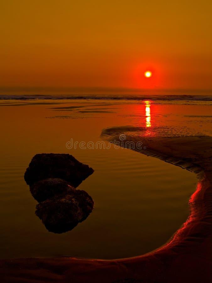 Crepúsculo na praia imagem de stock royalty free