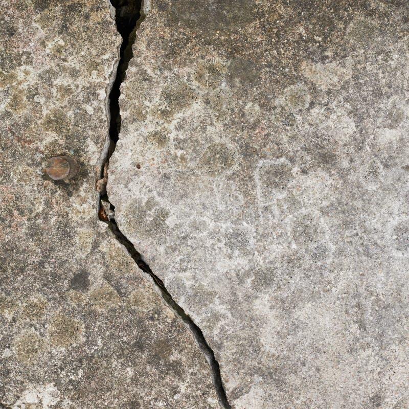 Crepa in un muro di cemento immagini stock libere da diritti
