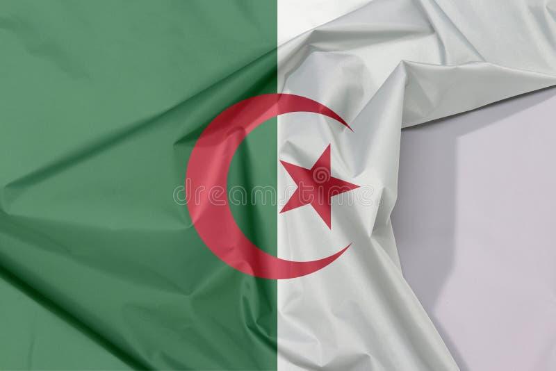 Crepe и залом флага ткани Алжира с белым космосом стоковые фотографии rf