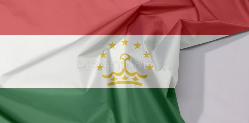 Crepe и залом флага ткани Таджикистана с белым космосом иллюстрация штока