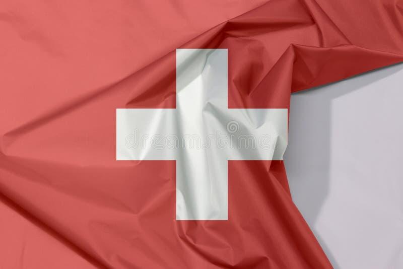 Crepe и залом флага ткани Швейцарии с белым космосом бесплатная иллюстрация