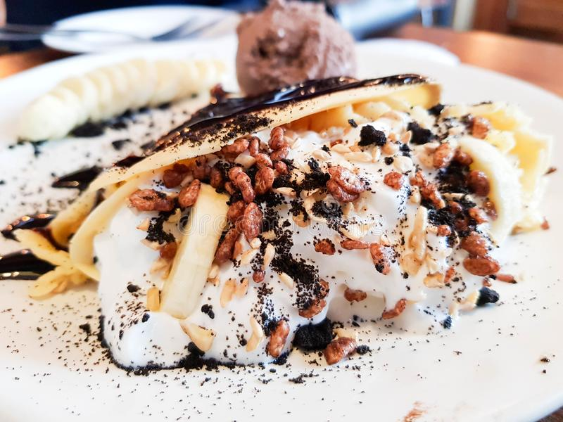 Crepe do chocolate da banana imagens de stock royalty free
