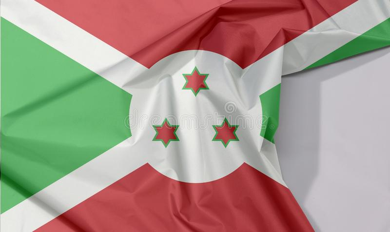 Crepe e vinco da bandeira da tela de Burundi com espaço branco fotos de stock royalty free
