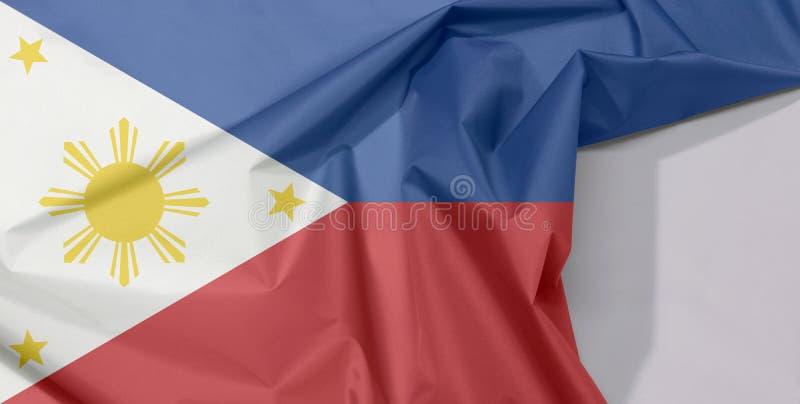 Crepe e vinco da bandeira da tela de Filipinas com espaço branco foto de stock royalty free