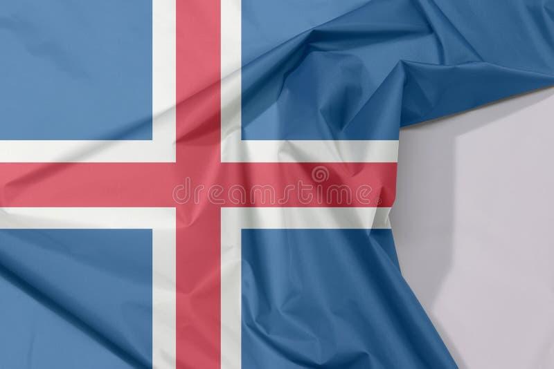 Crepe e vinco da bandeira da tela de Islândia com espaço branco fotos de stock royalty free