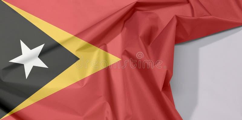 Crepe e vinco da bandeira da tela de Timor-Leste com espaço branco imagens de stock