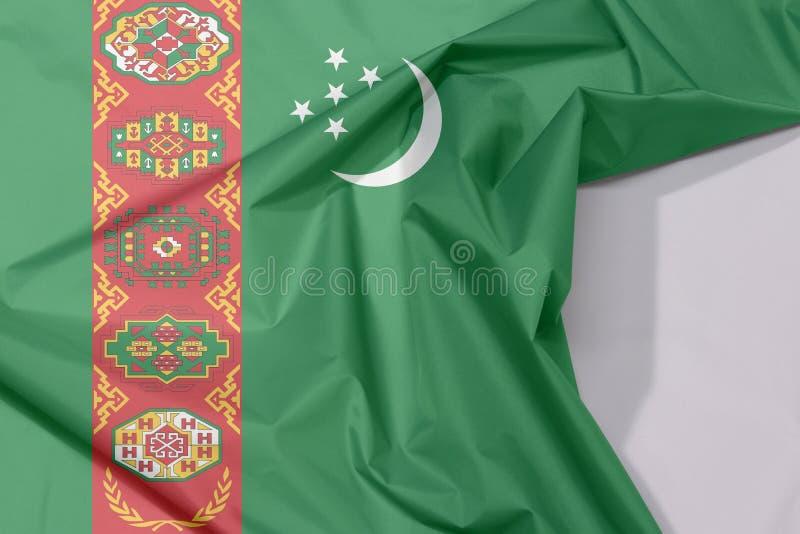 Crepe e vinco da bandeira da tela de Turquemenistão com espaço branco fotografia de stock