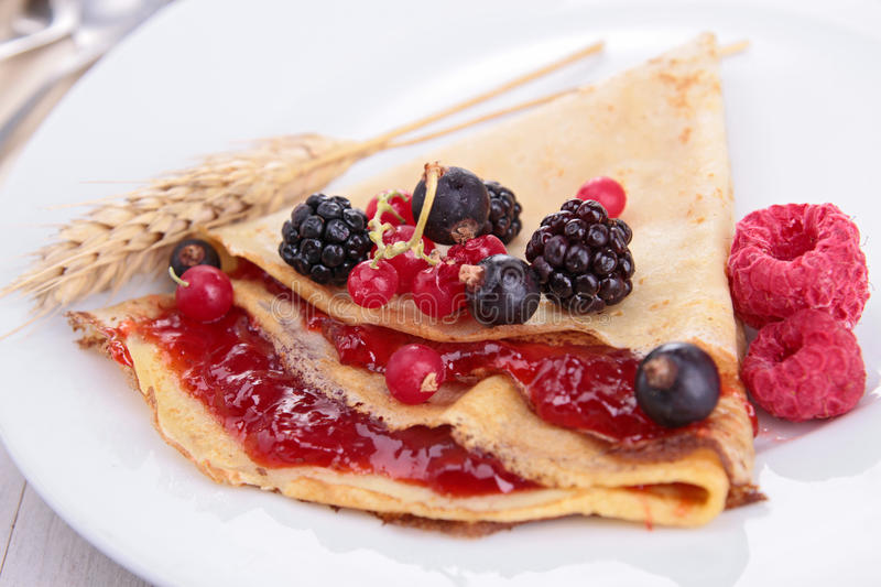 Download Crepe With Fruit And Chocolate Royalty Free Stock Image - Image: 28534906