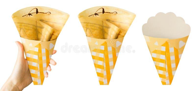 Crepes με τη σάλτσα σοκολάτας που απομονώνεται στο άσπρο υπόβαθρο για το πρόχειρο φαγητό τροφίμων Φρέσκια σπιτική χρυσή τοπ άποψη στοκ φωτογραφία με δικαίωμα ελεύθερης χρήσης