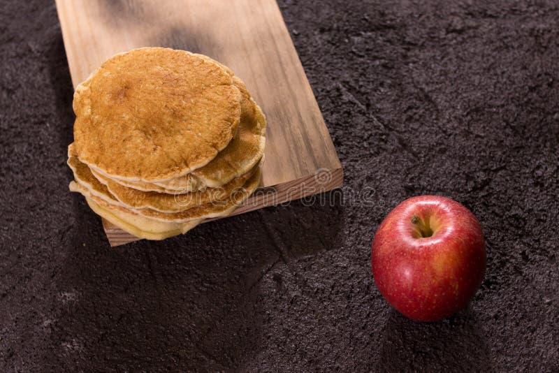 Crepes con la manzana foto de archivo libre de regalías