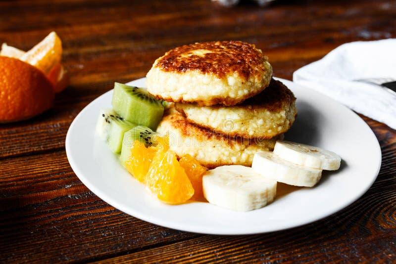 Crepes con sabor a fruta del queso foto de archivo