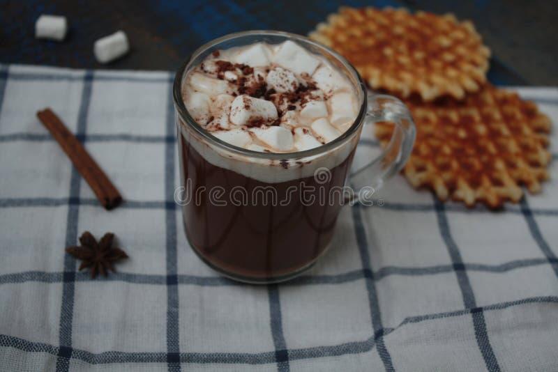 Crepes de la Navidad con el chocolate, cacao fotos de archivo