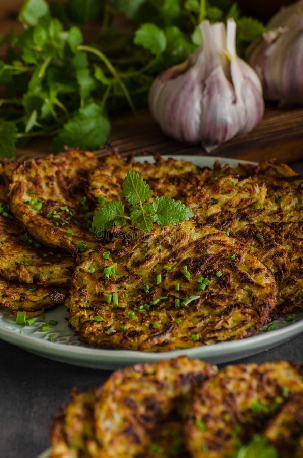 Download Crepes De Patata Fritas Con Ajo Foto de archivo - Imagen de almuerzo, crepe: 100528448