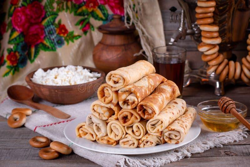 Crepes deliciosos Panqueques finos Rubio fotografía de archivo