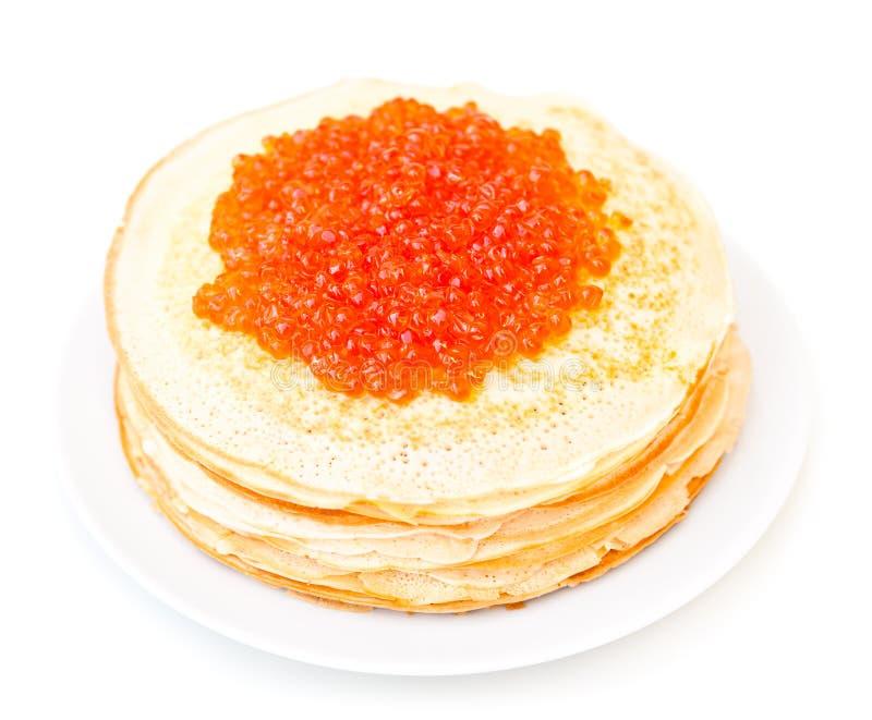 Crepes rusas con el caviar rojo - aislado fotografía de archivo