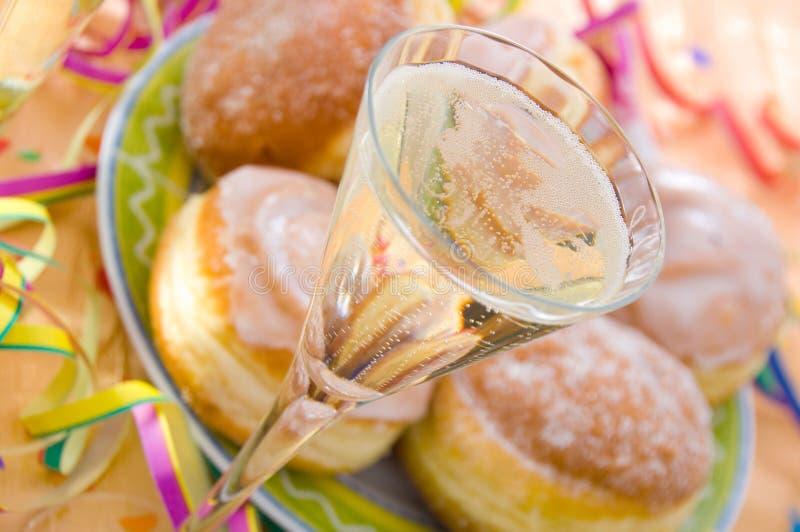 Crepes y champán imagenes de archivo