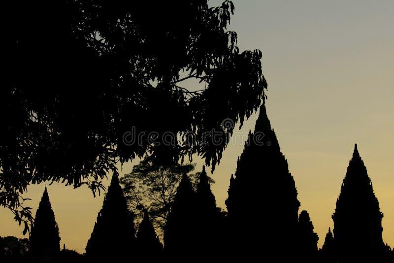 Crepuscolo al tempio di Prambanan fotografia stock libera da diritti
