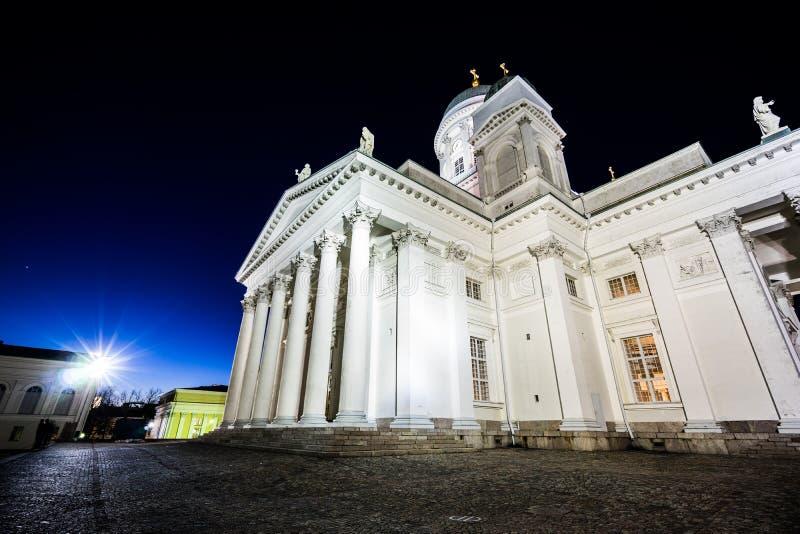 Crepuscolo alla cattedrale di Helsinki immagini stock