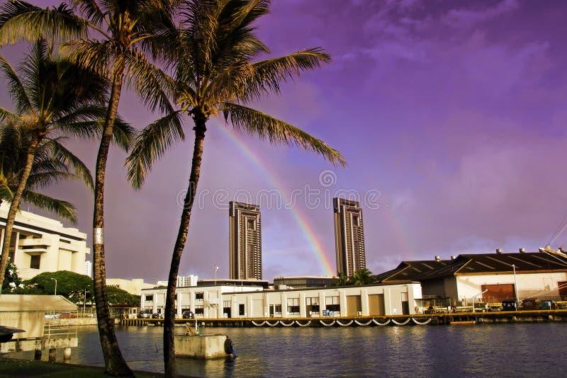 Crepuscolo Colourful Ad Un Porto Di Hawaiin Immagine Stock