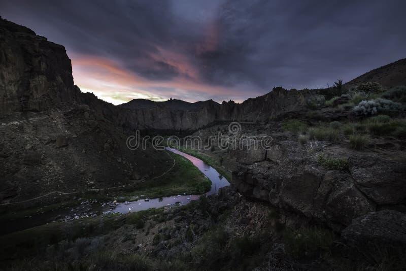 Crepuscolo nella valle fotografia stock libera da diritti