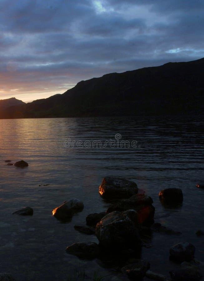 Crepuscolo sul Loch Maree fotografia stock