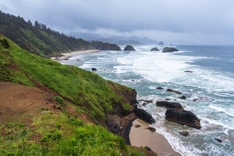 Crescent Beach am Ecola-Nationalpark nahe Kanonen-Strand Oregon USA stockfotografie