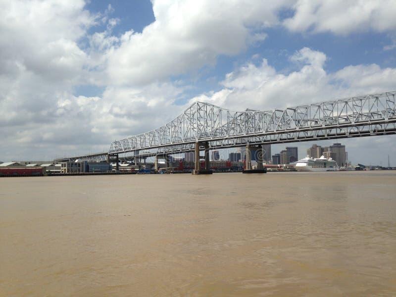Crescent City Connection - ponte do rio Mississípi fotografia de stock