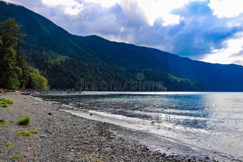 Crescente do lago no parque nacional olímpico, Washington, EUA foto de stock royalty free