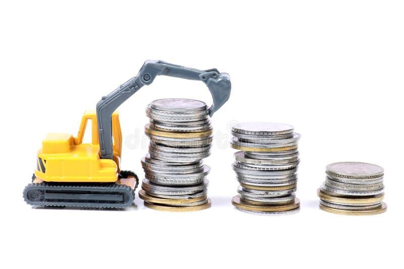 Crescimento de dinheiro cem contas de dólar que crescem na grama verde foto de stock royalty free