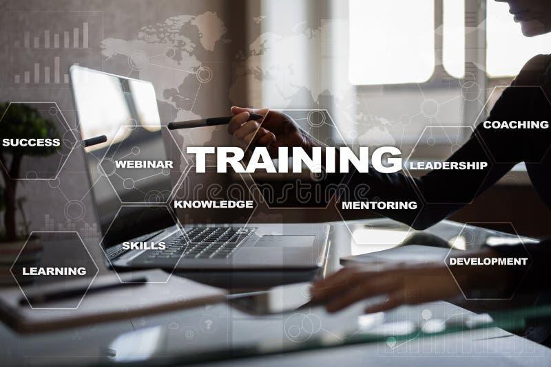 Crescimento do profissional do treinamento e do desenvolvimento Conceito do Internet e da educação fotos de stock