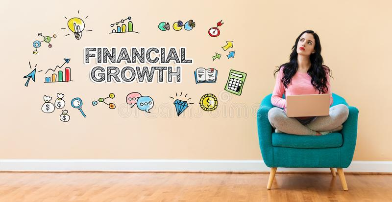 Crescimento financeiro com a mulher que usa um portátil fotografia de stock royalty free