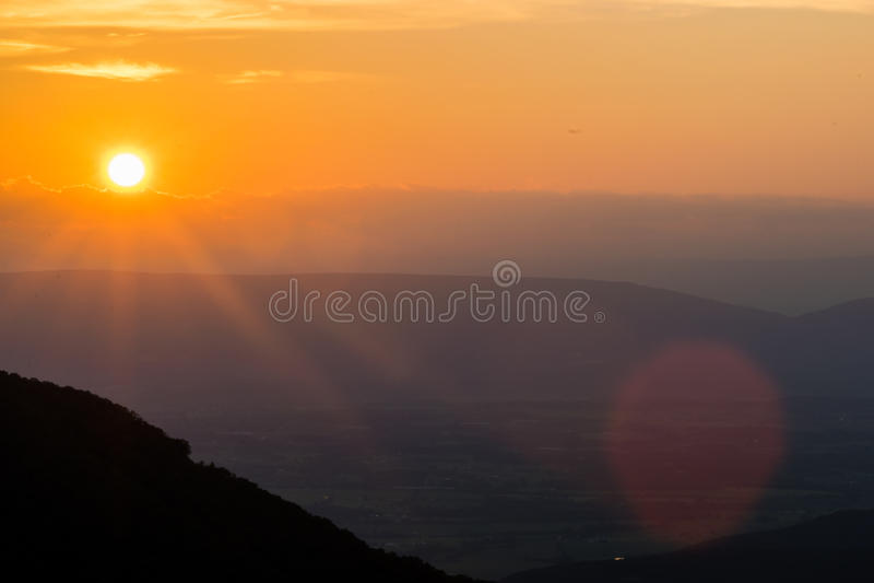 Cresent übersehen von der höchsten Erhebung in Nationalpark Shenandoah, VI lizenzfreies stockbild