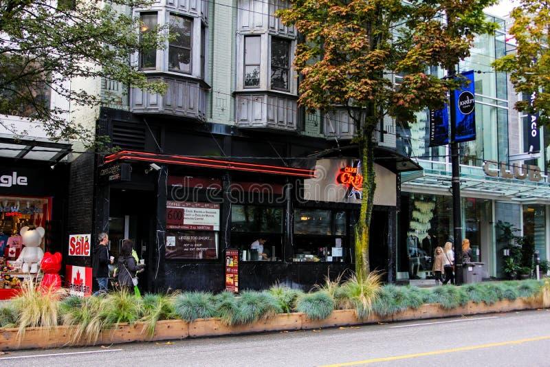 Crespones de Cafe, Robson Street, Vancouver, B C imagenes de archivo